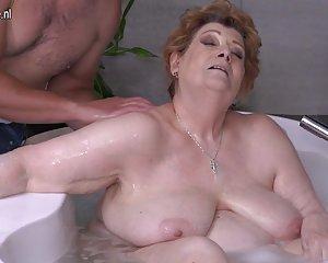 Badewanne der in fickt mutter sohn Yahoo ist