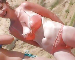 reife mutter in sexy knappen bikinis
