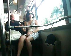 Bus im frau nackt Frau zieht