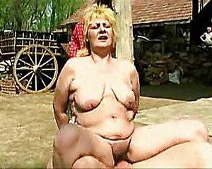 Reiten frauen nackt Geile Frauen