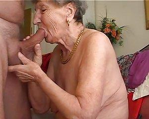 Intensive Masturbation Eines Tätowierten Luders
