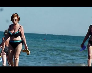 Strand am oma alte nackt Oma Am