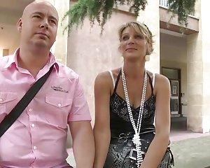Deutsche Amateur Schlampe mit der Faust zum Orgasmus gefickt