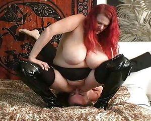 Frau furzt nackte Nackte Frauen